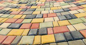 Брусчатка «Старый город» цветная на белом цементе